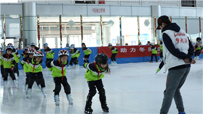 Yanqing: 3,000 little community civilization messengers spent a winter vacation of ice and snow_fororder_2_副本