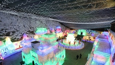 The 34th Longqing Gorge Ice Lantern Art Festival kicked off in Yanqing, Beijing