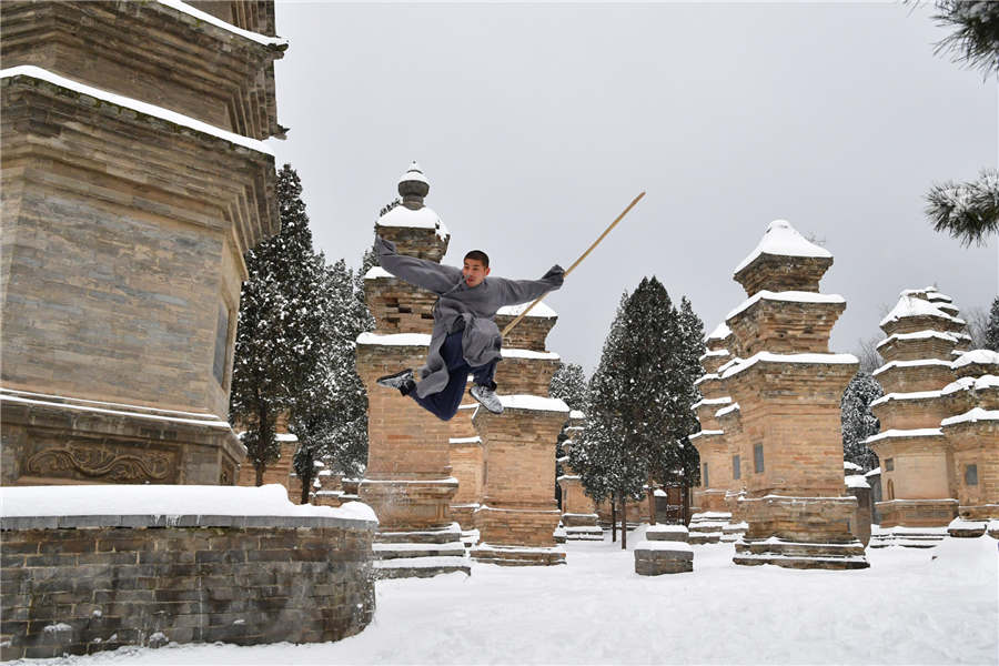 Shaolin monks practise kung fu in the snow