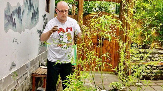 Chad, a Canadian in Chengdu, wanting his bonsai be a part of this city