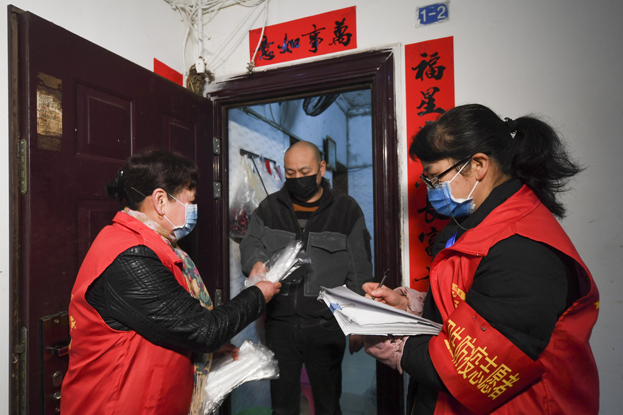 In Pics: Staff members and volunteers in Chongqing fight with epidemic