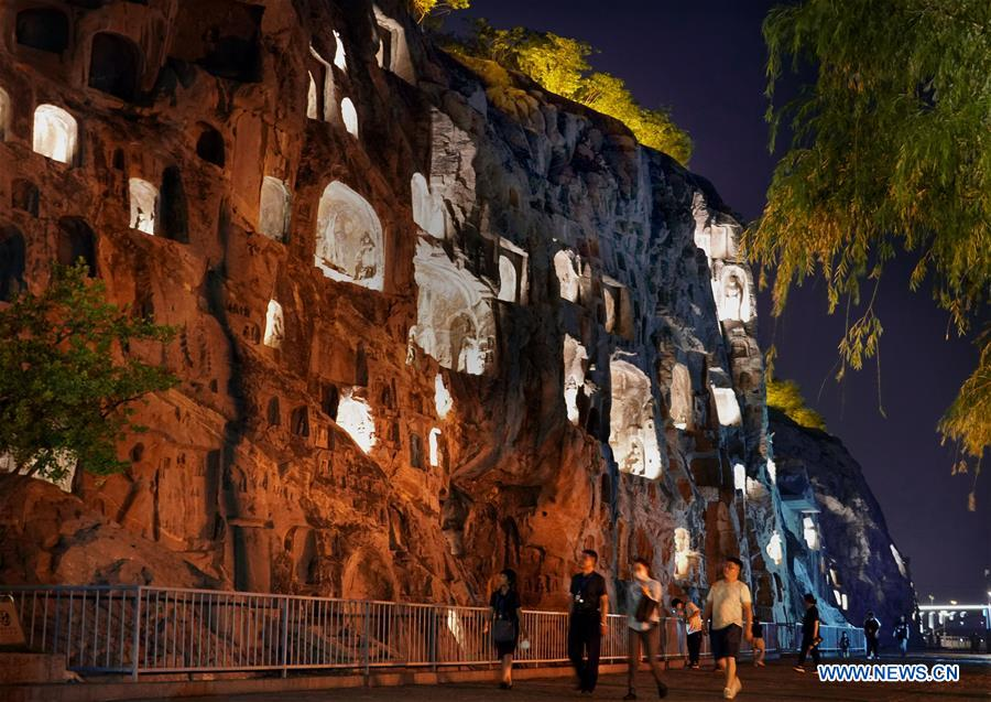Night tours attract visitors, boost economy in Luoyang