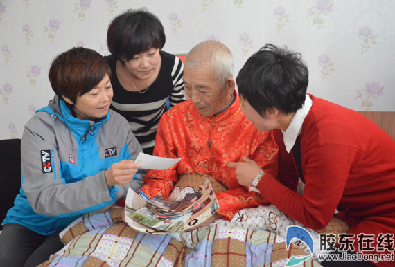At the age of 93 moved China old man died funeral simple touch mind (Figure)