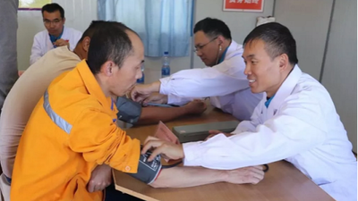 China's medical team conducted free medical consultation for staff from a Chinese-invested enterprise in Ethiopia