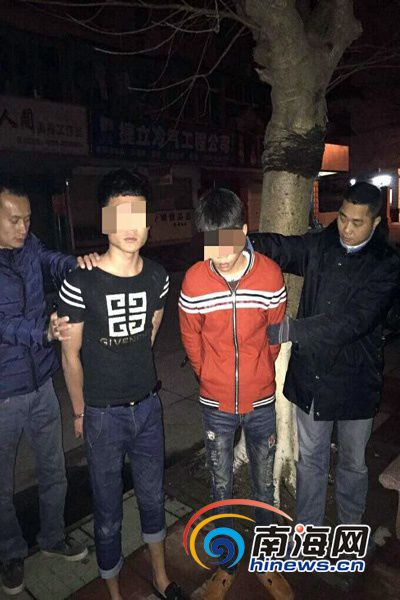 Haikou 20 people armed fight scene seized four machetes (FIG)