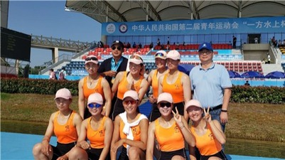 The athletes of Wuhan Aquatic Sports School won the rowing champion on the 2nd National Youth Games