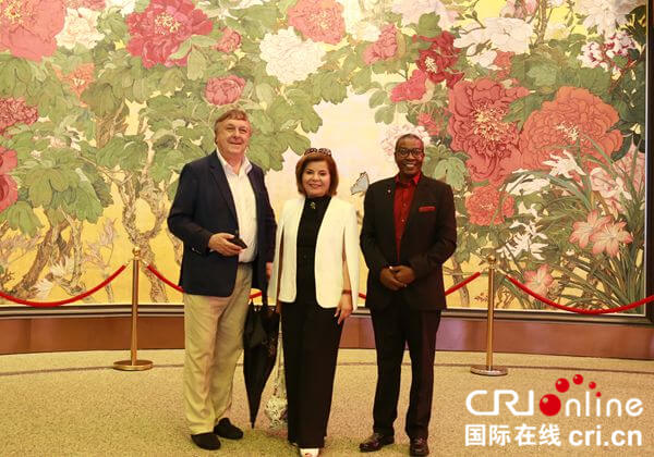 Celebrities from Silk Road countries visit Beijing Expo 2019: green technology adds charm to horticulture_fororder_7 (2)