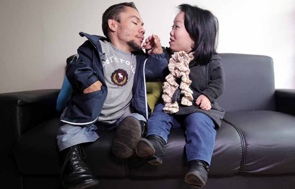 World's shortest couple engagement height are less than 0.9 meters (Photos)