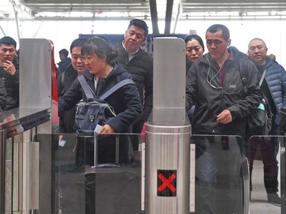 Railway station sees travel peak after Spring Festival holiday in NE China