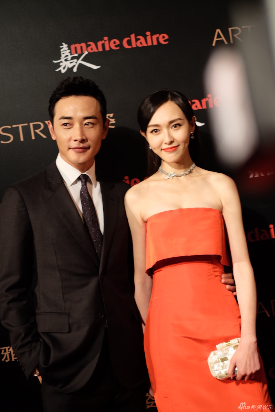 Sweet! Luo Jintang yan deeply fit at the red carpet for the first time after a public relationship (map)