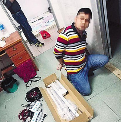 Two men steal merchants qr code One million yuan for unauthorized