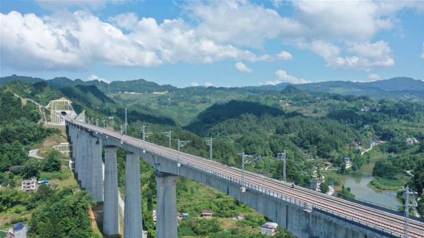 High-speed rail connects southwest, central China regions