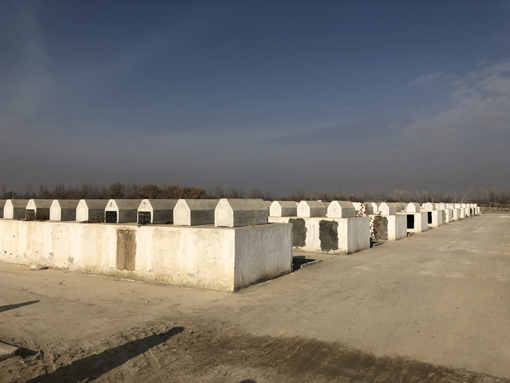 图片默认标题_fororder_The new eco-friendly cemetery where Aziz's father is buried in Xayar County, northwest China's Xinjiang Uygur Autonomous Region, January 8, 2020. CGTN Photo