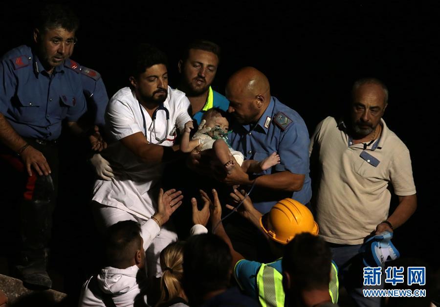 意大利度假胜地伊斯基亚岛地震致2死39伤(组图)