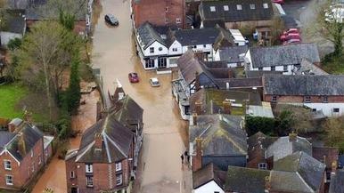 """风暴""""丹尼斯""""横扫英国 多地民众因洪灾损失严重_fororder_u=2896767971,10019997&fm=11&gp=0"""