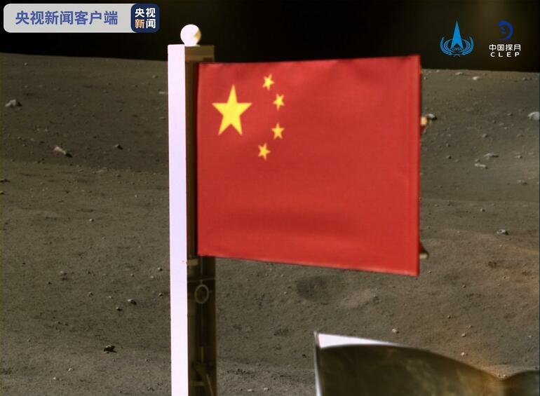 Tarihi fotoğraf: Ay'da Çin bayrağı!