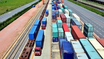 中国发展潜力越释放 世界经济越稳定_fororder_CqgNOl2YHrOAZO1XAAAAAAAAAAA407.900x620