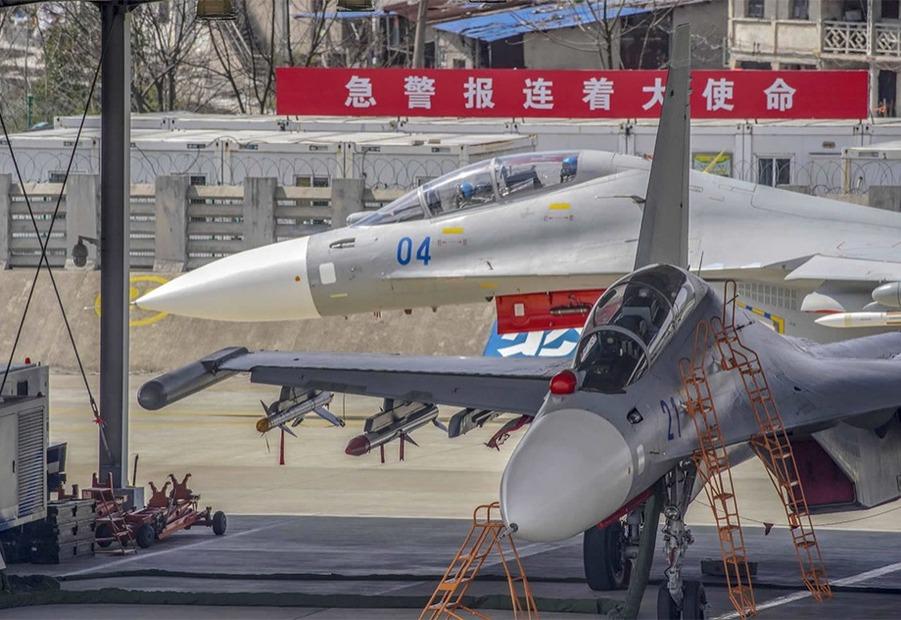 东部战区海军航空某旅连续组织开展多机型跨昼夜飞行训练_fororder_036