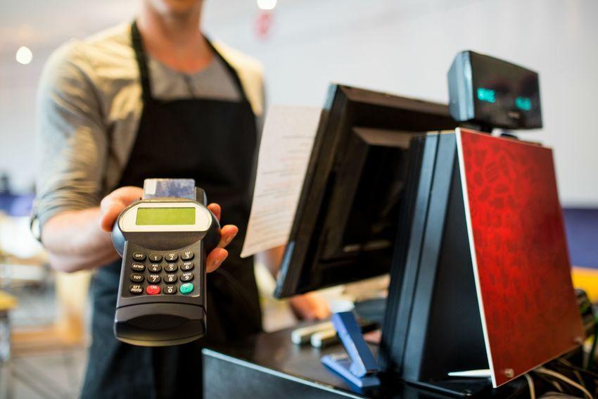 这家信用卡风控可圈可点   不良率保持低位持平去年