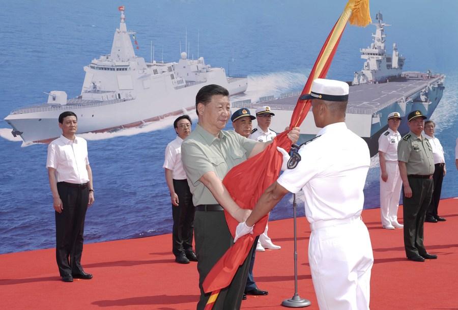 شي يحضر مراسم تشغيل سفن بحرية صينية_fororder_139903320_16192635115591n