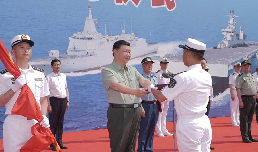 شي يحضر مراسم تشغيل سفن بحرية صينية_fororder_139903320_16192635115611n