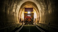 中老铁路铺轨通过第一座隧道_fororder_f44d305ea0ab203419503c