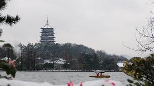杭州西湖:残雪依稀寒意浓