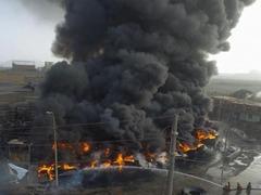 秘鲁首都利马北部一轮胎仓库发生严重火灾