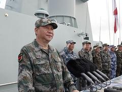 登战舰下基层阅兵沙场 习近平强军思想锻造精兵劲旅