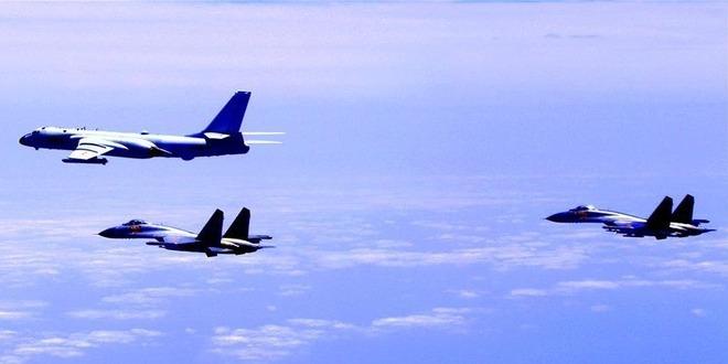 """中国空军多型战机连续""""绕岛巡航""""检验实战能力"""