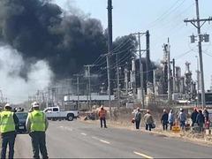 美国威斯康星州一家炼油厂发生爆炸 至少20人受伤
