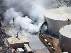 美国一炼油厂爆炸造成多人受伤_fororder_VCG111151495703