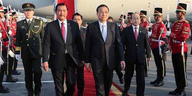 李克强抵达雅加达对印度尼西亚进行正式访问