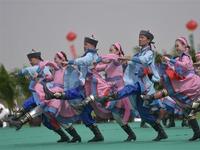 内蒙古鄂尔多斯举行春季那达慕